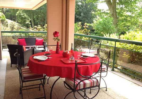 terrasse table location appartement biarritz parc del carril